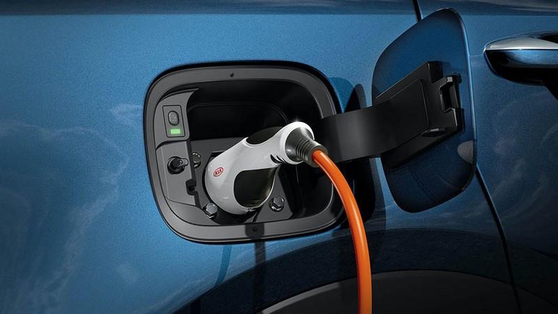 2021-Kia-Sorento-PHEV-charging.jpg