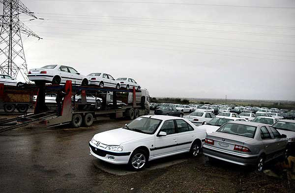 برای مازاد تولید خودروسازان در بازار خودرو برنامه ای داریم؟