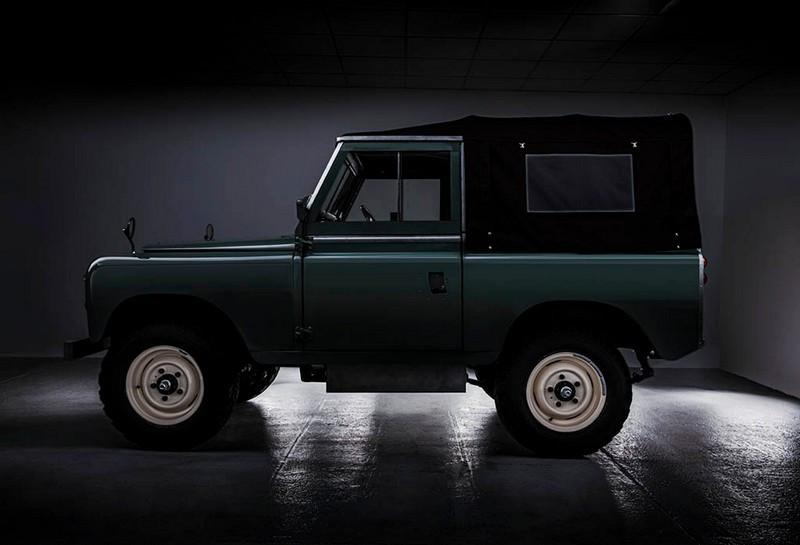 Everrati-Land-Rover-Series-IIA-6.jpg