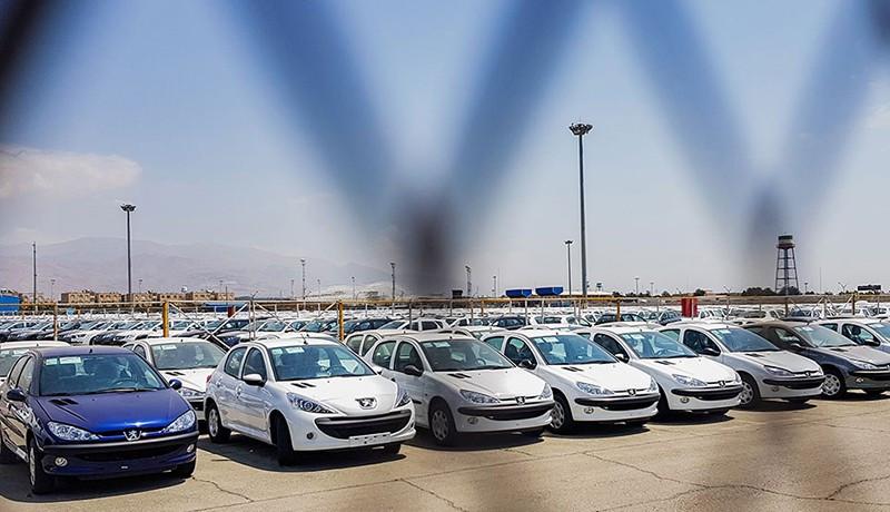 ۱۴۰ هزار خودروی ناقص در پارکینگ خودروسازان زمینگیر شده است