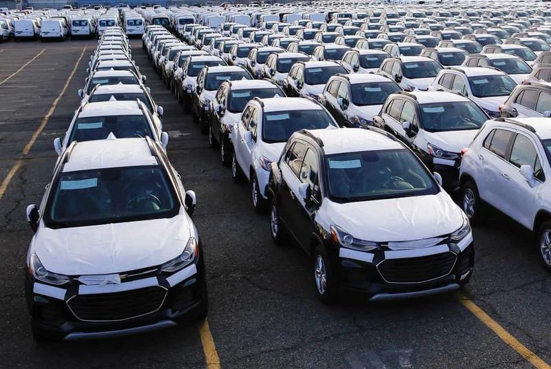 آیا فرمان واردات خودرو به کشور در دست مافيا است؟