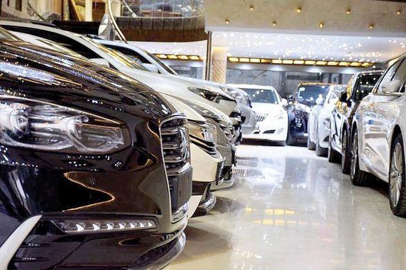 مقاومت فروشندگان خودروهای وارداتی در کاهش نرخ ها + جدول قیمت