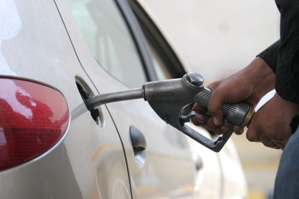 فعلا خبری از گرانی قیمت بنزین در کشور نیست